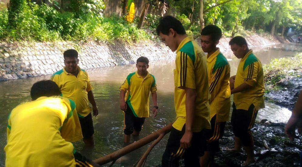 Aksi Bersih Sungai Avor Pandan bersama BLH